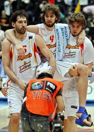 Spanish basketball player Pau Gasol (C),